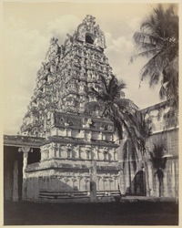 Tinnevelly [Tirunelveli] Pagoda. The entrance gateway.